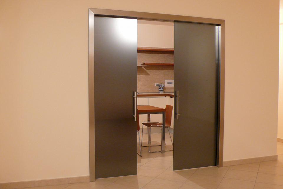 Porte in vetro battenti scorrevoli e a scomparsa - Porta scorrevole vetro satinato ...