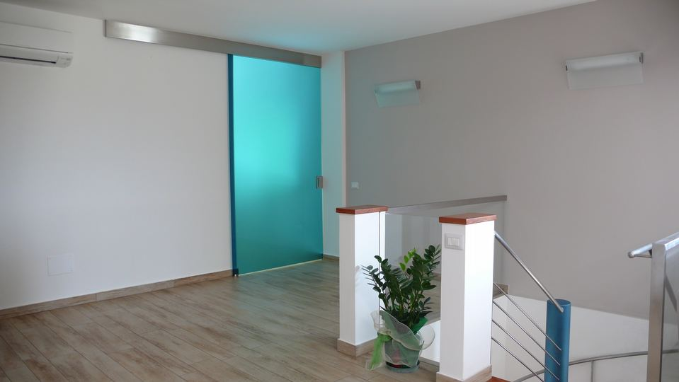 Porte in vetro battenti scorrevoli e a scomparsa fisicaro e cataldo - Porte con binario esterno ...